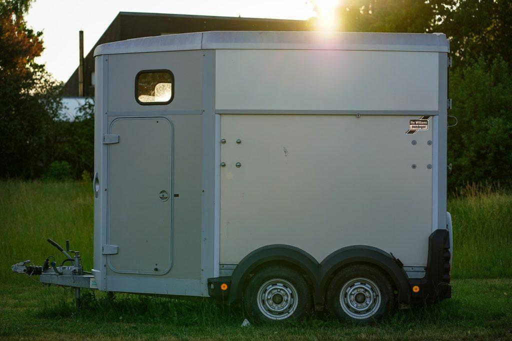 van pour covoiturage de chevaux